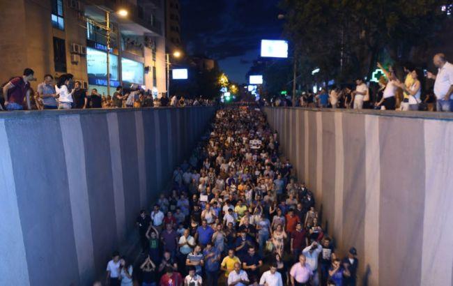 Фото: полиция установила границу на пути демонстрантов в Ереване