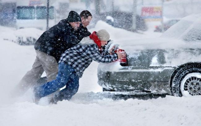 Фото: Машина телеведущей застряла в снегу