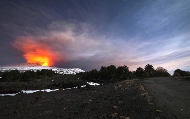 НаСицилии закрыт аэропорт из-за извержения вулкана Этна