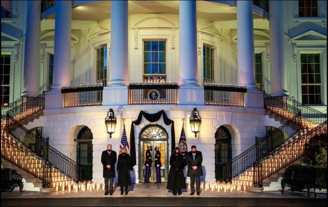 Байден у Білому домі вшанував пам'ять 500 тисяч американців, які померли від COVID-19