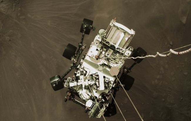 Марсоход отправил NASA первые цветные снимки