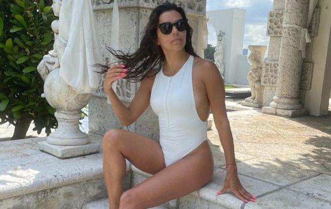 В рубашке на голое тело: 46-летняя Ева Лонгория покорила точеной фигурой