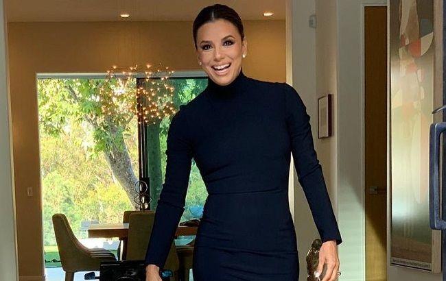 Она совершенна! 44-летня Ева Лонгория похвасталась идеальной фигурой в облегающем комбинезоне