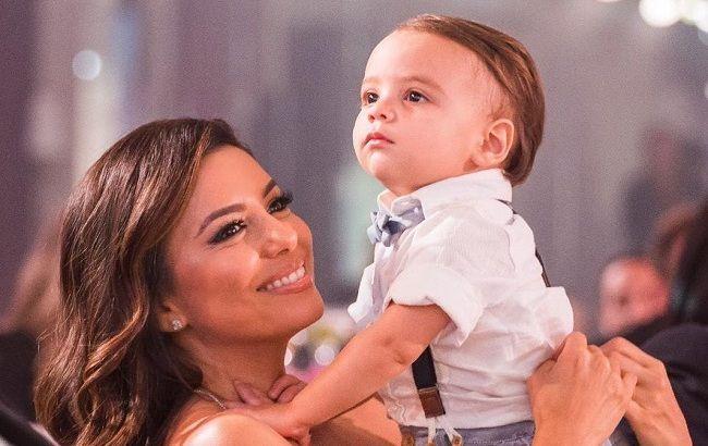 Маленький чоловік: Єва Лонгорія розчулила мережу кумедними фото сина