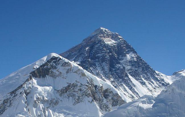 На Эвересте запустили связь 5G