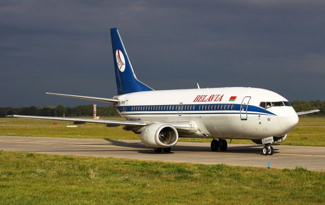 """Фото: літак авіакомпанії """"Бєлавіа"""" повернули в Київ"""