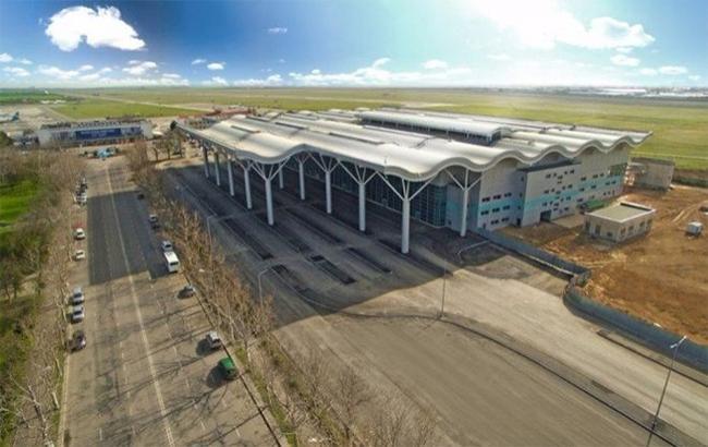 """Арештоване майно та 75% акцій аеропорту """"Одеса"""" передано в управління АРМА"""