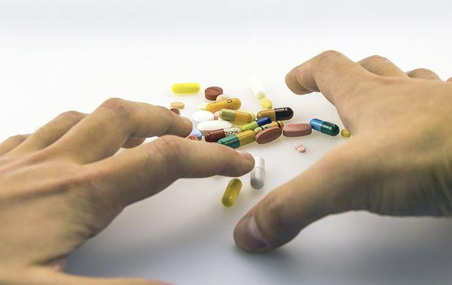 Побічні ефекти і руйнування печінки: чому не можна поєднувати ліки та алкоголь