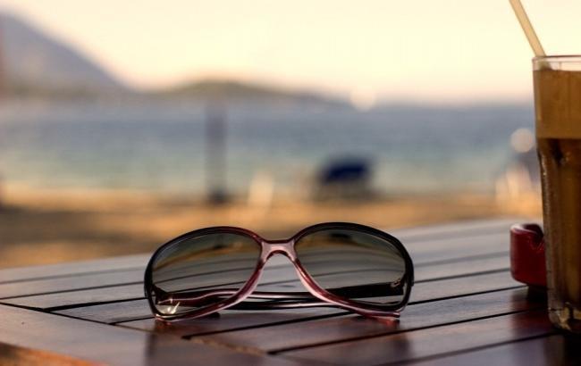 Солнцезащитные очки зимой: простые лайфхаки и правила