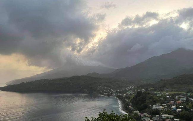 На Карибах почалося виверження вулкана. Влада проводить евакуацію
