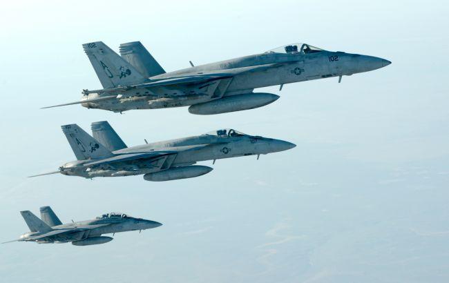 """Фото: авіація США завдала удару по """"Ісламській державі"""" в Лівії"""
