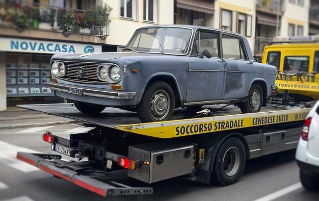 В Італії з тротуару евакуювали Lancia, яка простояла на одному місці майже 50 років