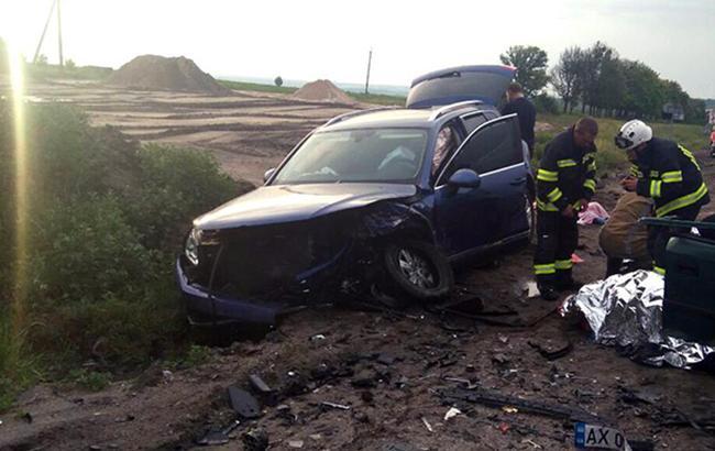 Под Харьковом в результате лобового столкновения двух автомобилей пострадали 4 человека