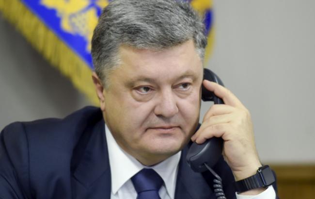 Порошенко обговорив із Меркель і Олландом продовження санкції проти РФ