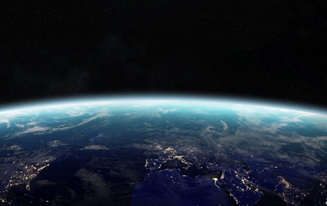 Фото: рассвет на Земле из космоса (Shutterstock)