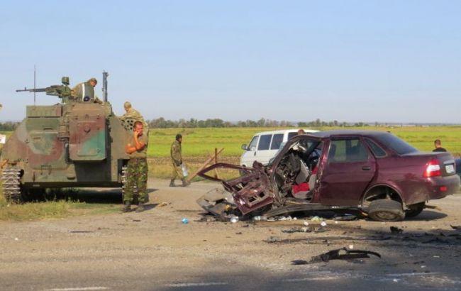 Під Маріуполем в військовий тягач врізалося авто, є жертви