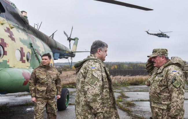 Порошенко в зоне АТО провел совещание по оперативной ситуации на фронте