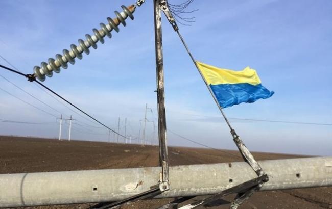Фото: Біля Криму підірвали ЛЕП і підняли прапор України