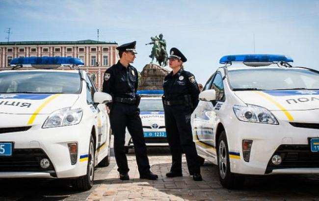 Фото: Поліція оформила протокол на порушника (ru.golos.ua)