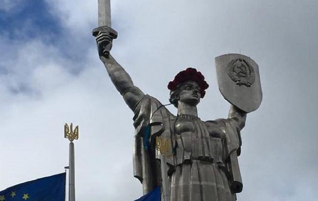 В'ятрович пояснив, чому скандальний радянський герб в Києві треба прибрати