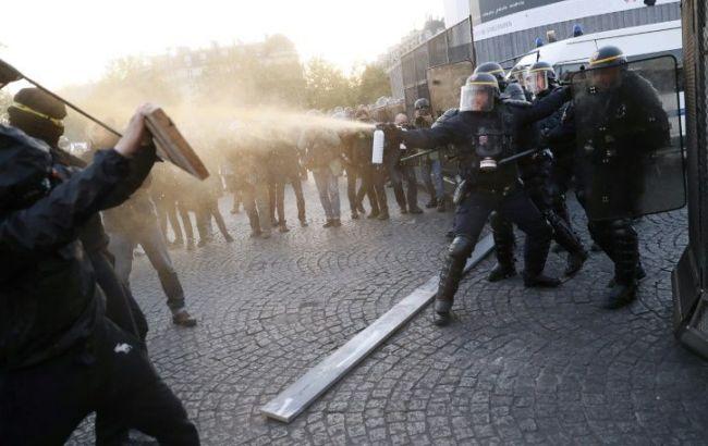 Під час протестів у Франції затримано три людини