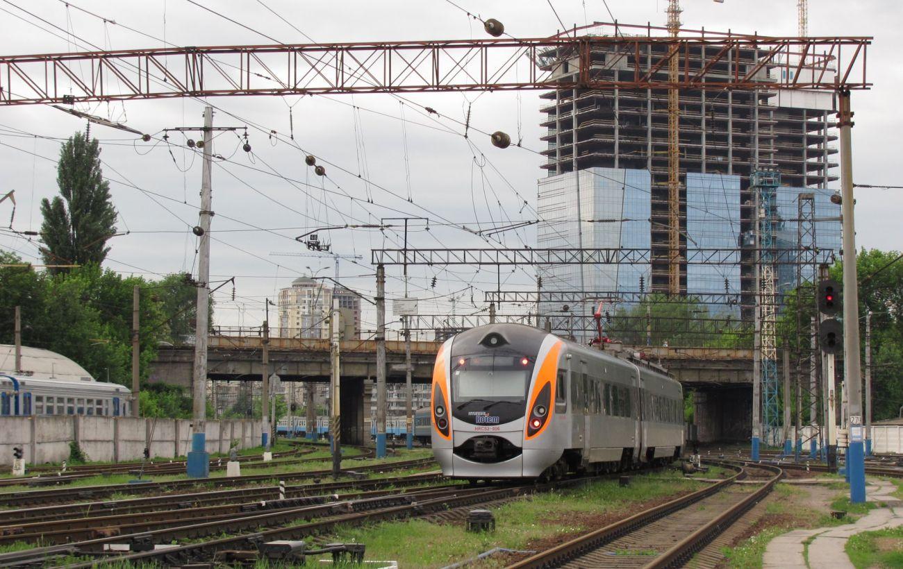 В Украине курсируют семь пассажирских поездов с вагонами-автомобилевозами: по каким направлениям