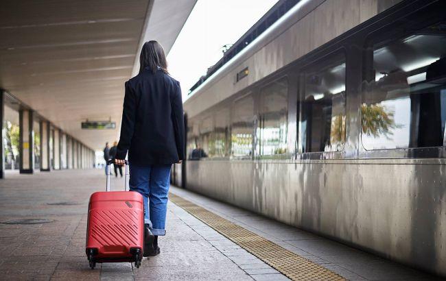 """""""Красную"""" зону карантина расширяют: как будут ездить поезда"""