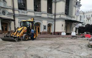 У Києві ремонтують площу перед Оперним театром за програмою президента