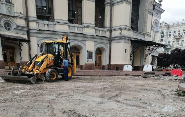 В Киеве ремонтируют площадь перед Оперным театром по программе президента