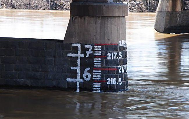 На западе Украины поднимается уровень воды в реках. Возможны оползни и селевые потоки
