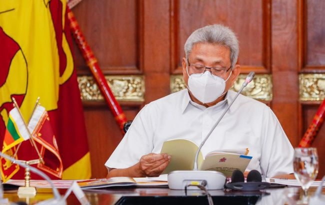 """Схвалив """"чарівне зілля"""" проти COVID: голову МОЗ Шрі-Ланки знизили на посаді"""
