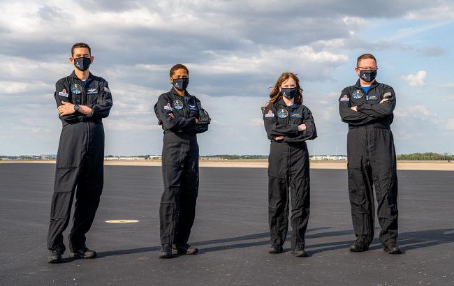 SpaceX представила екіпаж першої цивільної місії: хто полетить на орбіту