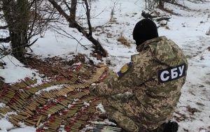 СБУ виявила на Донбасі дві схованки бойовиків. Боєприпаси сховали в 2014 році