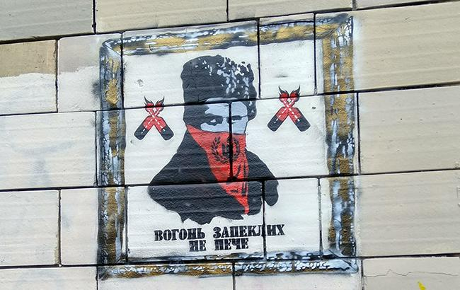 "Скандал с ""Иконами Революции"": Автор назвал имена настоящих вандалов"