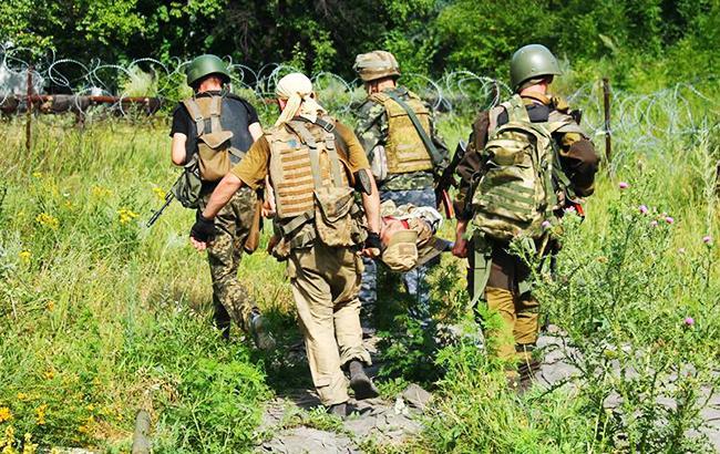 В зоні АТО за день поранений один український військовий, - штаб
