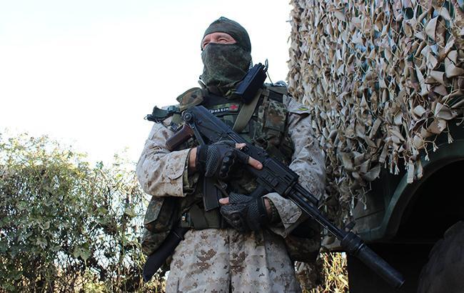 Фото: украинский военнослужащий на Донбассе (facebook.com ato.news)