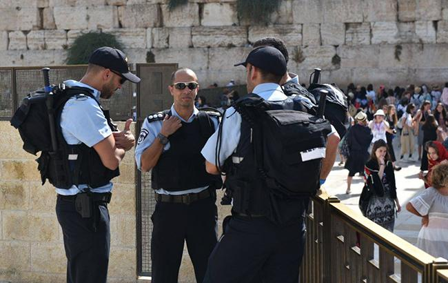 В Иерусалиме полиция застрелила мужчину, напавшего с ножом на израильтянина