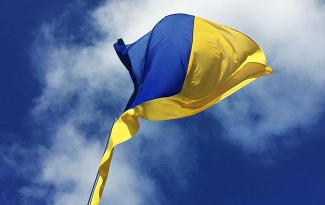 В Станиці Луганській повернули на місце українські прапори (ясраві фото)