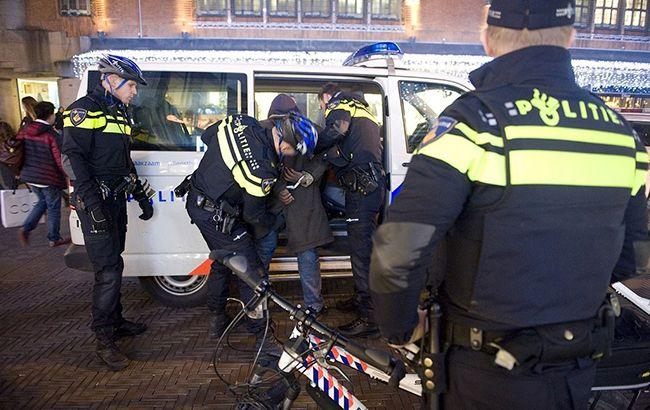 На вокзалі в Амстердамі невідомий з ножем напав на людей
