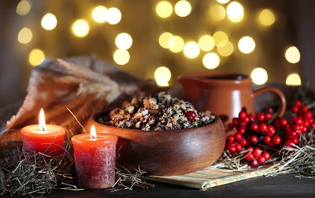 Фото: Сочельник - праздничный стол (facebook.com/andreollitour)