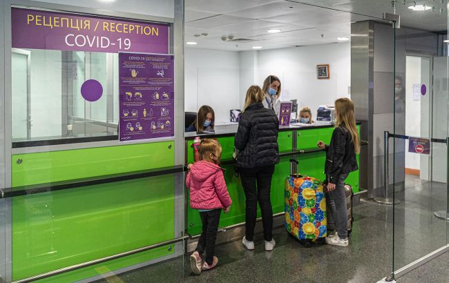 """Люди ждут уже 15 часов: из аэропорта """"Борисполь"""" задерживается вылет в Батуми"""