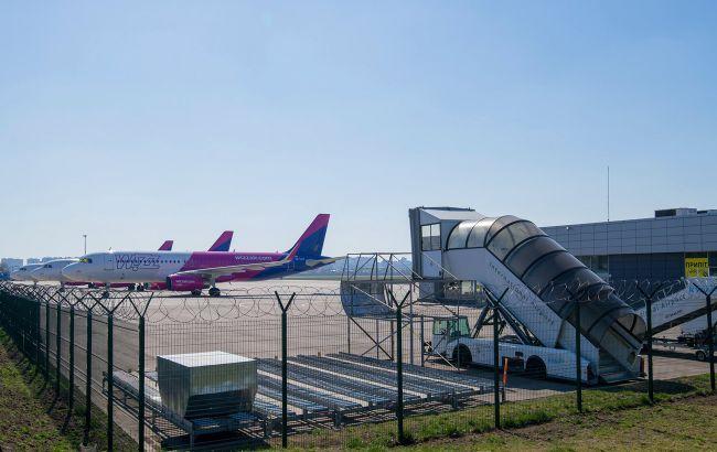 """В аеропорту """"Київ"""" скасовано низку міжнародних рейсів через негоду"""