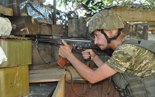Фото: украинский солдат (facebook.com/ato.news)