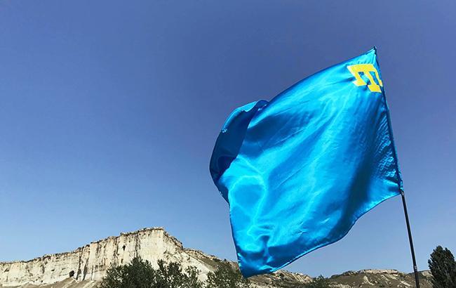 Фото: крымскотатарский флаг (facebook.com/ayshe.umerova)