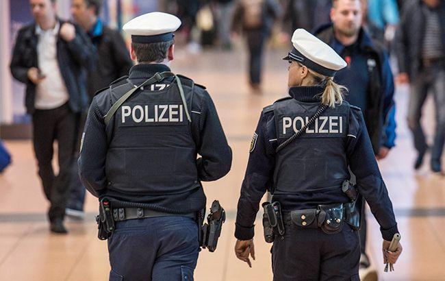 В Германии прокуратура предъявила обвинения напавшему с ножом на автобус