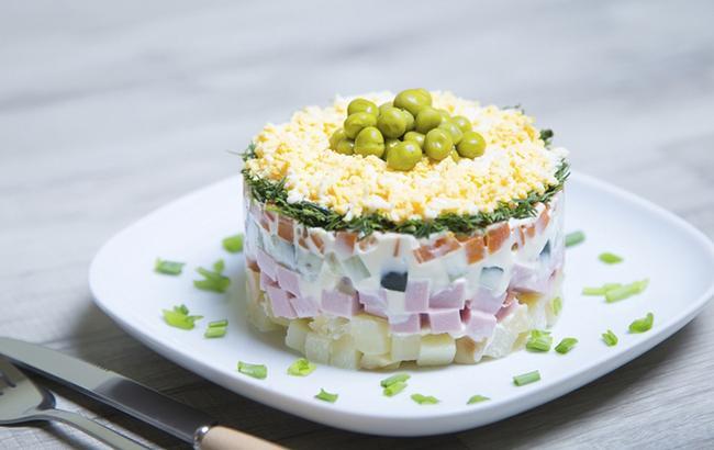 Диетический Оливье: полезный рецепт любимого салата