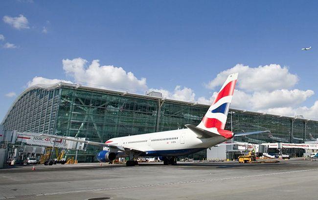 В Лондоне из-за непогоды отменены более сотни авиарейсов