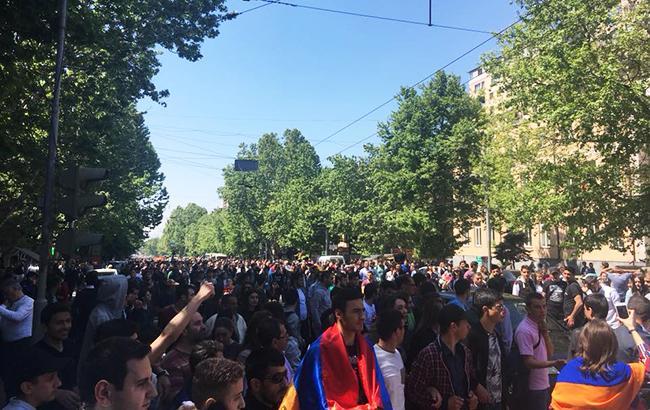 Фото: протесты в Ереване (facebook.com iazar)