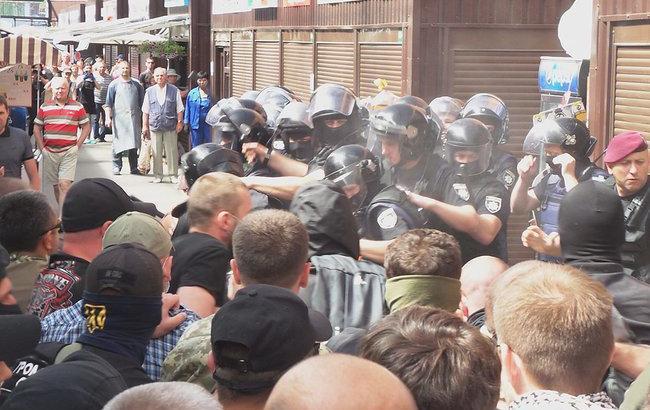 Фото: інцидент на ринку (facebook.com kyiv.news)