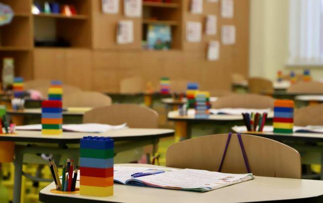 """В Україні школи можуть піти на """"дистанційку"""", незважаючи на вакцинацію: названі умови"""